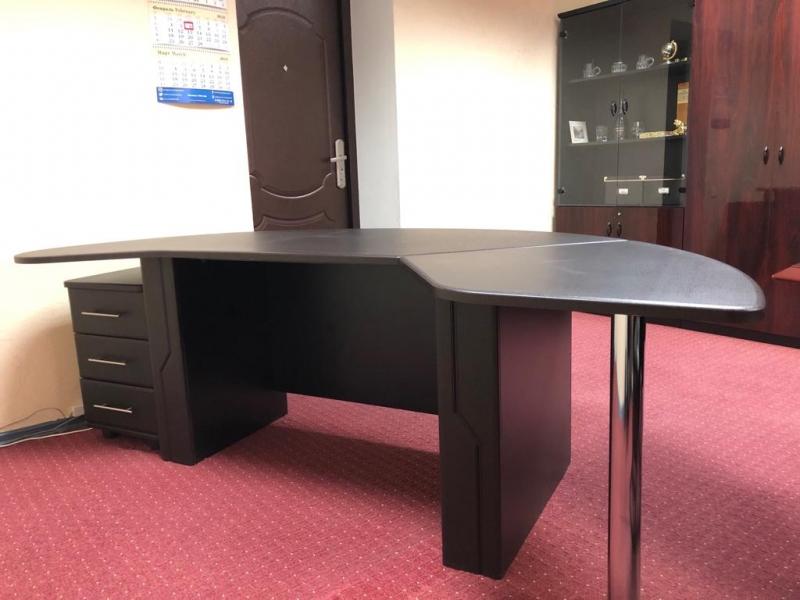 Продам стол письменный офисный новый с тумбой